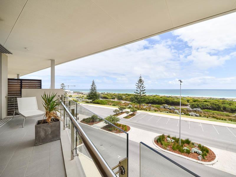 Leased in 24/11 Leighton Beach Boulevard, North Fremantle